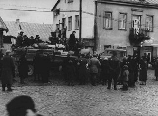 Deportation from the Kovno ghetto to forced-labor camps...