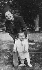 Selma Schwarzwald with her mother, Laura, in Lvov...