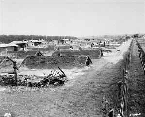 Veduta delle baracche di Kaufering, una rete di campi...