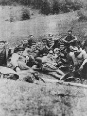 """Membres de l'unité partisane slovaque """"Petofy"""" avant..."""