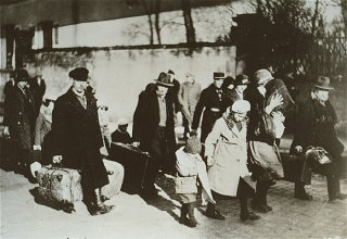 Arrival of Jewish refugees from Germany.