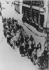"Jews from the Riga ghetto on the ""Aryan""..."