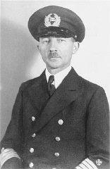 """Gustav Schroeder, capitaine du """"Saint Louis,"""" le jour..."""