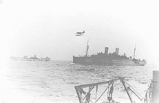 """Le """"Monte Rosa"""" (à droite), l'un des bateaux utilisés..."""