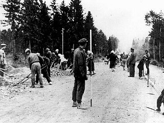 Polish forced laborers construct a highway in Germa...