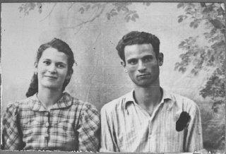 Portrait of Yosef Eschkenasi and his wife, Sara.