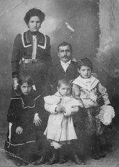 Portrait of an Armenian family in Ordu, Ottoman Emp...