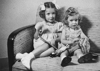 Sisters Eva and Liane Münzer. In October, Eva and Liane...