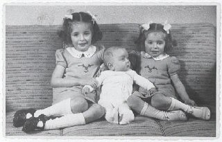 Eva, Alfred, and Leane Munzer. Infant Alfred survived...