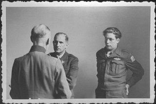 El mariscal de campo alemán Gerd von Rundstedt (de...