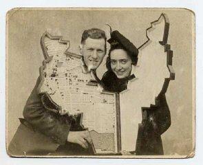 Leon Jakubowicz and his wife Rachela holding the model...