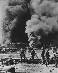 Las fuerzas alemanas durante el ataque militar en Rotterdam...