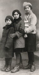 Regina (left) with sisters Krysia and Hania.
