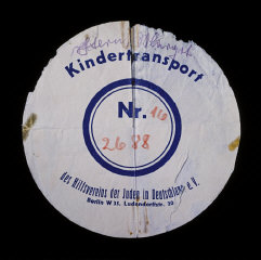 Circular label from the suitcase used by Margot Stern...
