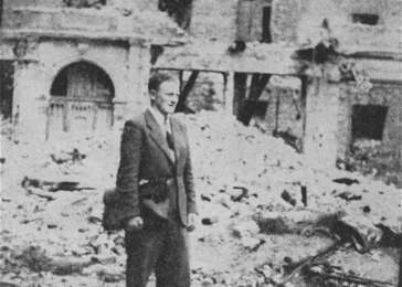 While living in hiding on the Aryan side of Warsaw, Benjamin (Miedzyrzecki) Meed returns to the site of the Warsaw ghetto. Warsaw, Poland, 1944. <i>US Holocaust Memorial Museum, courtesy of Benjamin (Miedzyrzecki) Meed</i>
