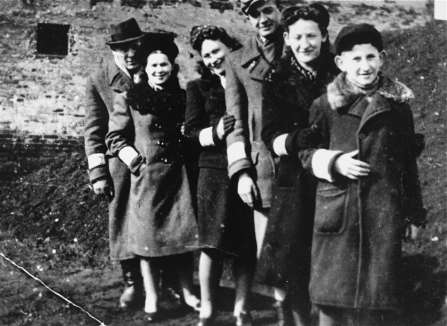 Young Jewish men and women in the Piotrkow Trybunalski ghetto