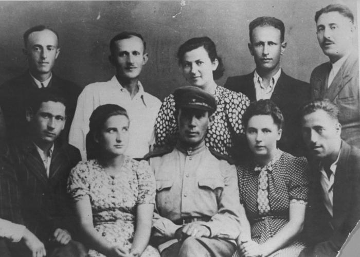 "A group portrait of some of the participants in the uprising at the Sobibor killing center.&nbsp; Leon ""Leibl"" Feldhendler is in the top row, far right. Poland, August 1944. <i>US Holocaust Memorial Museum, courtesy of Misha Lev</i>"