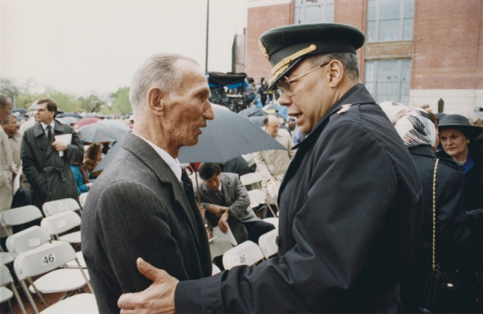 Jan Karski and General Colin Powell meet during the opening ceremonies of the US Holocaust Memorial Museum. Washington, DC, April 22, 1993.