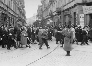 A Jewish policeman directs traffic at the intersection of Leszno and Karmelicka streets in the Warsaw ghetto.
