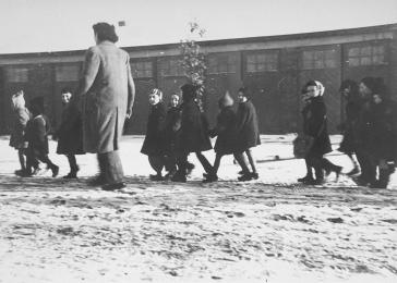 Children in the Westerbork transit camp.