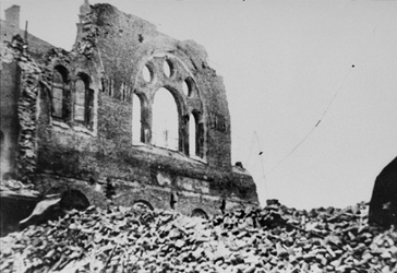 Demolition of the ruins of the Tempelgasse synagogue after its destruction during Kristallnacht.