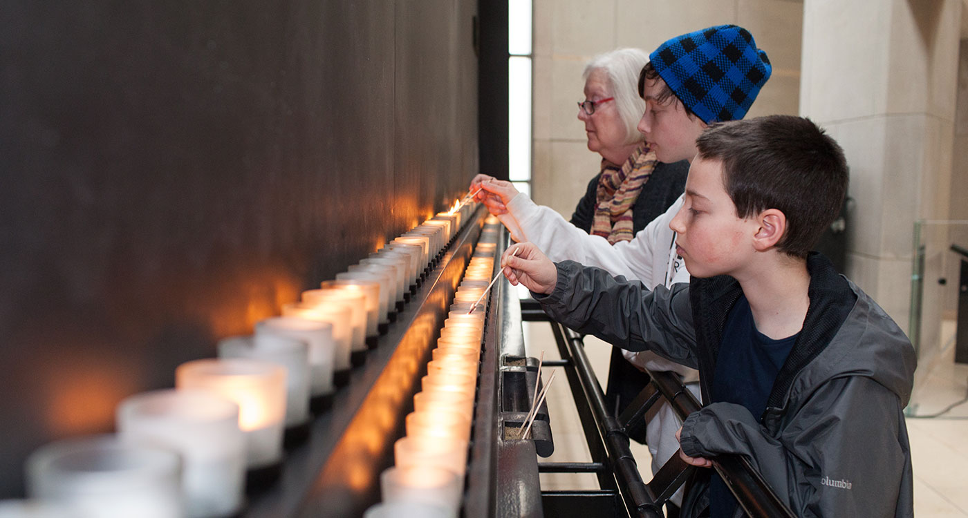 Candle lighting in the Museum's Hall of Remembrance