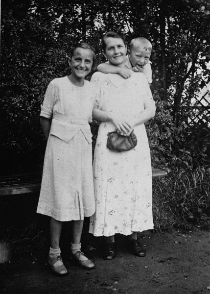 Helene Gotthold with her two children, Gerd and Gisela, in 1936. Arrested many times for defying the Nazi ban on Jehova's Witness activities, Helene was convicted, condemned to death, and beheaded on December 8, 1944, in Berlin. Gerd and Gisela survived.