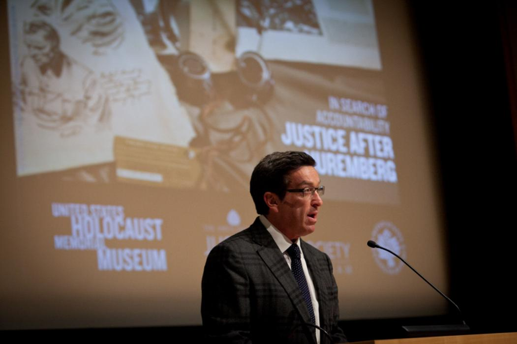 Kevin Lipson welcomes guests. <i>United States Holocaust Memorial Museum</i>