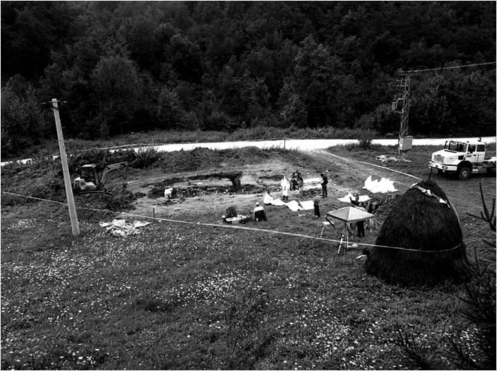 Expert teams of the International Commission on Missing Persons and the State Commission on Missing Persons work at a secondary mass grave in Kamenica, near Zvornik, Republika Srpska. August 2002. <i>Tarik Samarah</i>