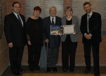Haïm-Vidal Sephiha is honored for his donation to the Museum. <i>US Holocaust Memorial Museum</i>