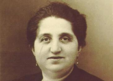 Selma Zwienicki was one of 5 Jews in Bremen who were killed during Kristallnacht. She was shot by SA stormtroopers when she refused to reveal the whereabouts of her husband.