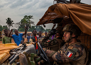 Christian residents of an Anti-Balaka–controlled neighborhood express their discontent with French Sangaris soldiers. March 2014.