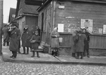 Jews buying and selling on the corner of Dvaro Street in the Kovno ghetto.