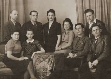 Group portrait of Jewish DPs living in the city of Bayreuth. Walek is standing to the right.