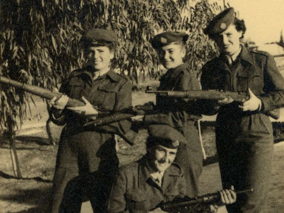 Sala Perec poses with fellow soldiers in the Israeli army.