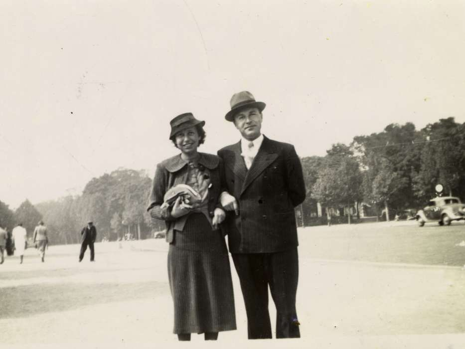 Frits and Ellen Mendels pose on a street in Paris.