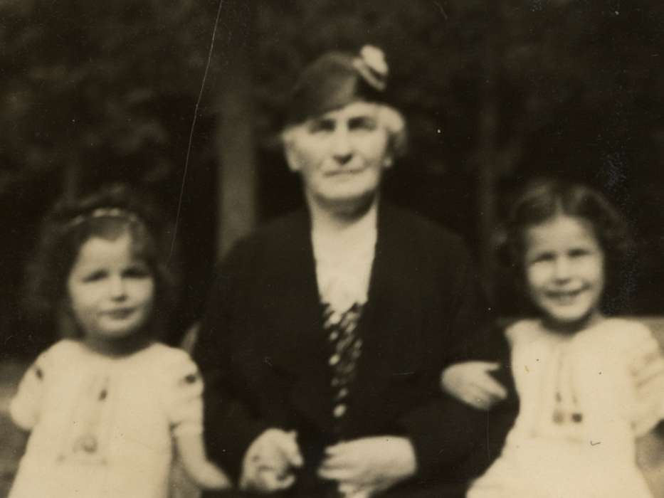 Jacqueline (left) and Manuela Mendels (right) go for a walk with their paternal grandmother, Thekla Marx Mendels.