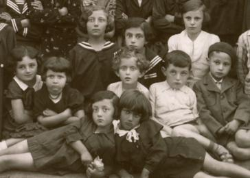 Ephraim Neuman poses with the students of the Stanisesti Hebrew School. Among those pictured is Erika.