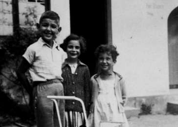 Franz Lieberman poses with two young friends in Gleiwitz.