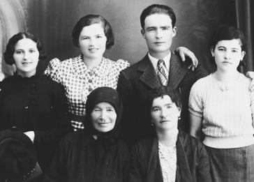 Family portrait of the sisters, cousins, grandmother, and mother of Chaya Leibowitz (now Helen Goldkind).