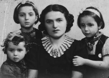 Fani poses with her three daughters, Flora, Charlotte and Betty Mendelowicz.