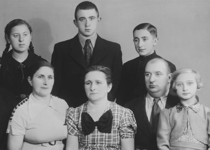 Studio portrait of a large Lithuanian-Jewish family. Nesse Godin is pictured on the right.