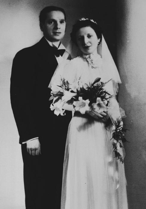 Wedding portrait of Fajga Orenbuch and Jacques Aizenberg in Brussels, May 19, 1938.