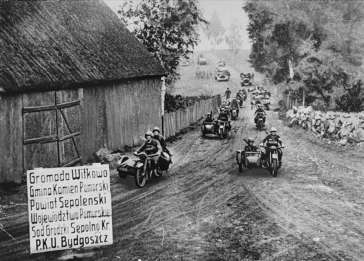 A German motorcycle unit advances through the Bydgoszcz region during the invasion of Poland. September 18, 1939.
