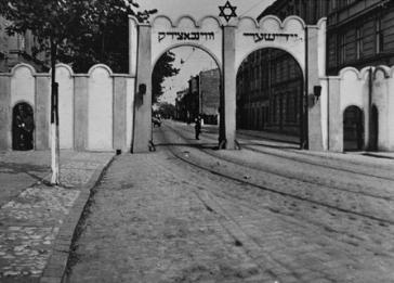Gate at the Cracow ghetto. <i>US Holocaust Memorial Museum, courtesy of Instytut Pamieci Narodowej</i>