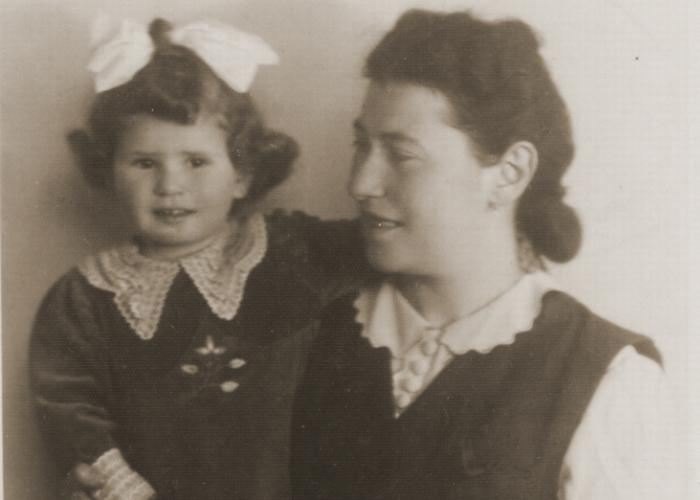 Studio portrait of Helena (Amkraut) Lusthaus with her daughter, Elzbieta, in the Tarnow ghetto.