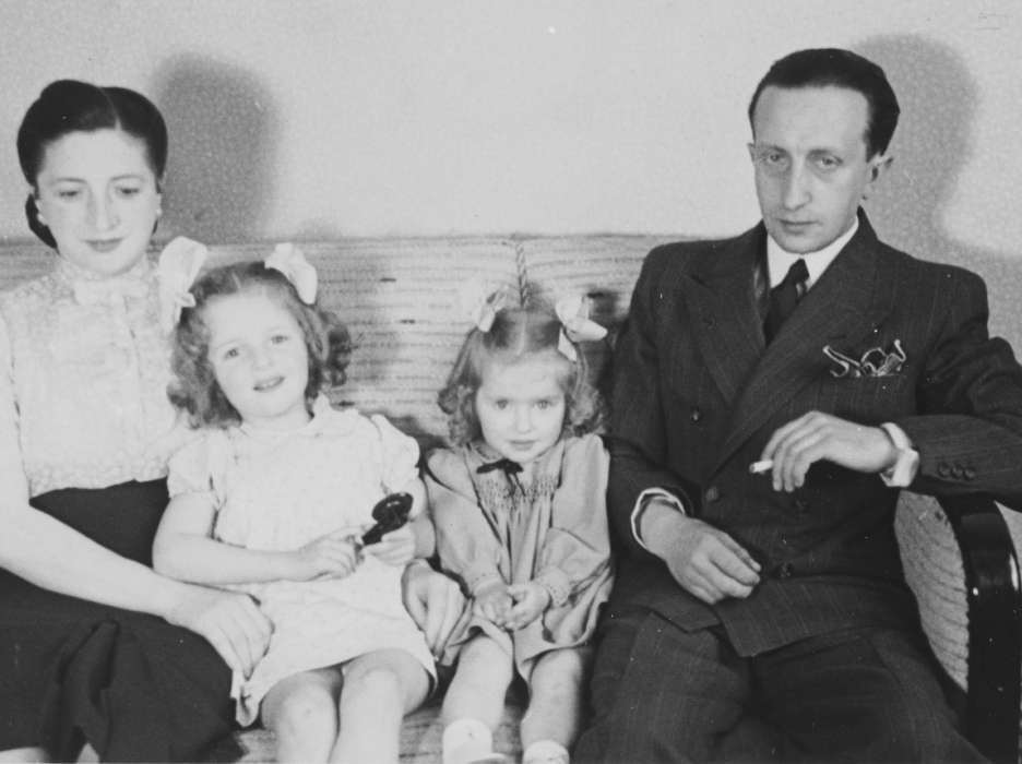 Simcha and Gitel Münzer pose with their two daughters, Eva and Leana, in their home in The Hague.