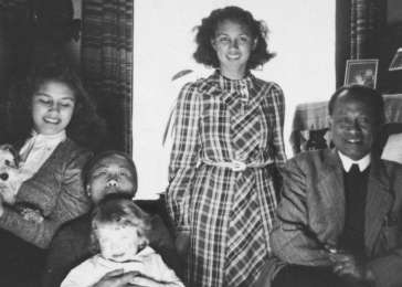 Members of the Madna household pose with the Jewish child they are hiding in their home. Pictured are: Alfred Münzer, Mima Saïna, Willie Madna, Dewie Madna, and Tolé Madna.