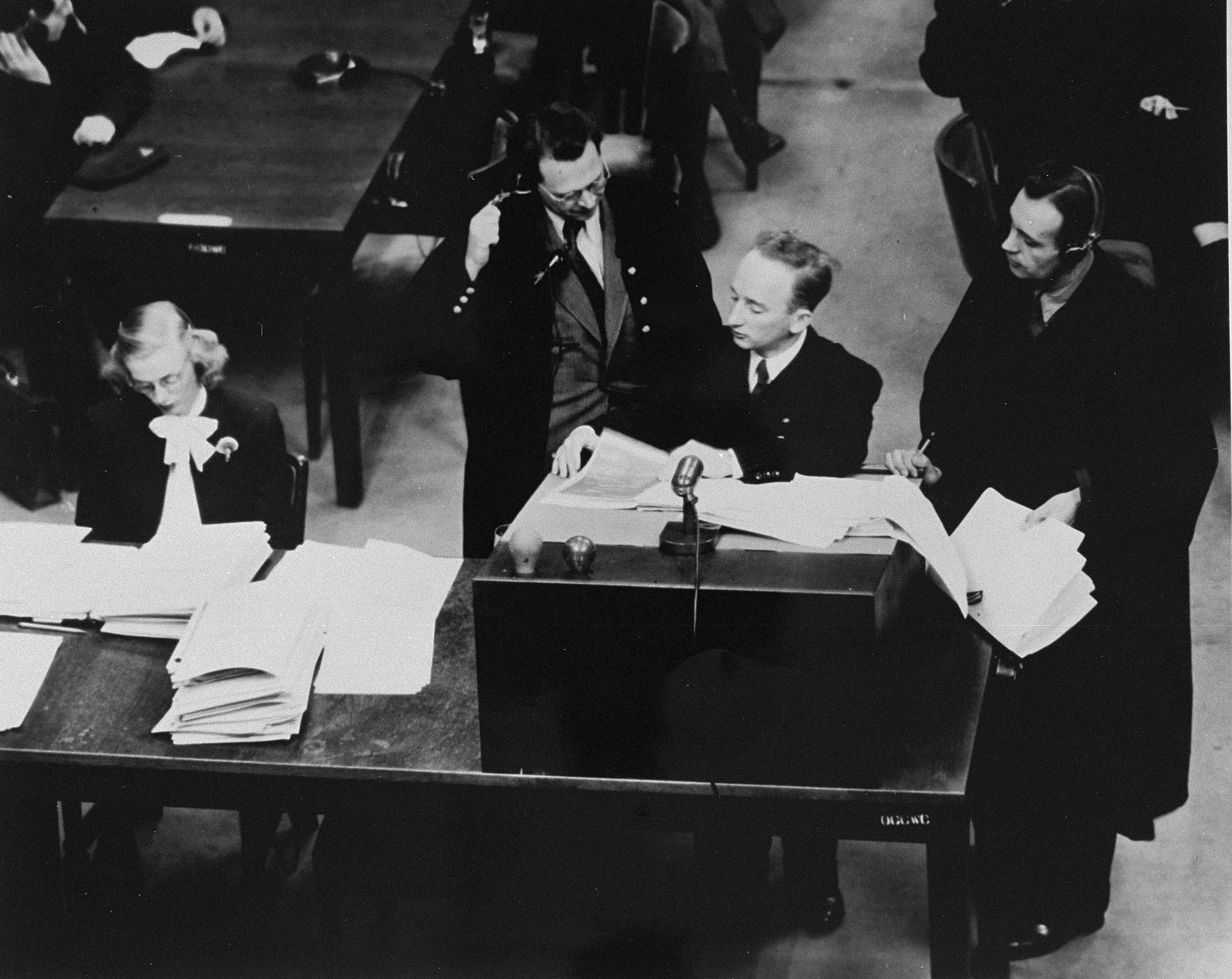 Chief prosecutor Benjamin Ferencz presents documents as evidence at the Einsatzgruppen Trial.