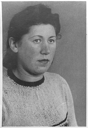 Portrait of Frieda Bursztyn Radasky taken in Turkheim, Germany, 1946.